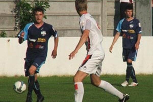 Hráči FC Nitra využili presilovku po vylúčení Trnavčana a priviezli plný bodový zisk.