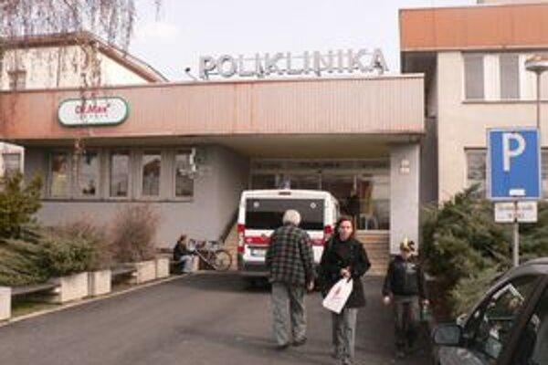 Súkromní lekári slúžiaci na pohotovosti v seredskej poliklinike požiadali o príspevok.