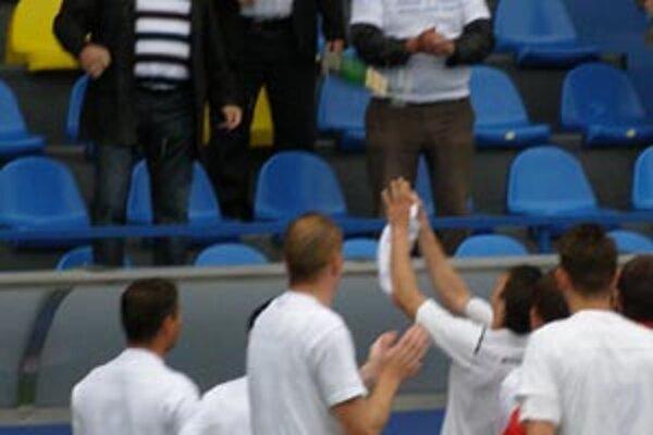 Hráči FC ViOn sa tešili s klubovým šéfstvom.