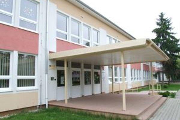 Škola v Mojmírovciach pri Nitre bude v sprísnenom hygienickom režime päťdesiat dní.