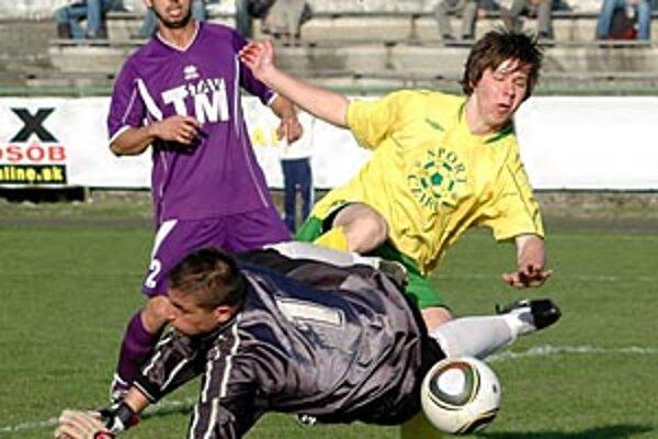 Levice nevyhrali už druhý zápas v rade, tentoraz doma s Vieskou remizovali 2:2. Z tejto akcie skóroval Predajniansky, pri ňom Fatona a Domonkos.