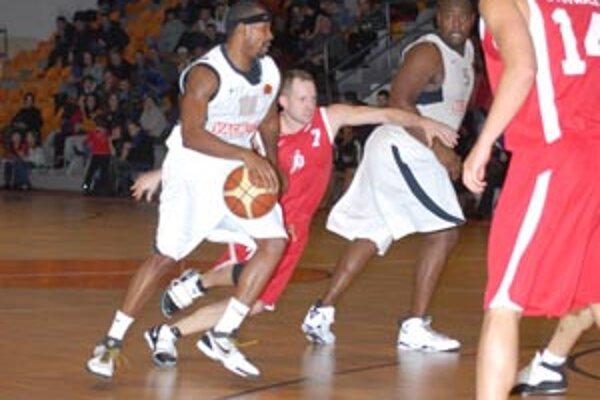 Do Nitry sa basketbalová séria sťahuje za vyrovnaného stavu 1:1.