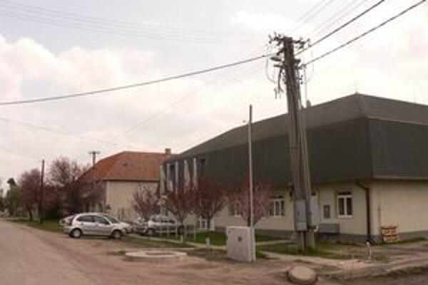 Potom, čo v obci Macov vymenili svetlá z dotácií Ministerstva financií SR, ušetrili asi tisíc  eur.