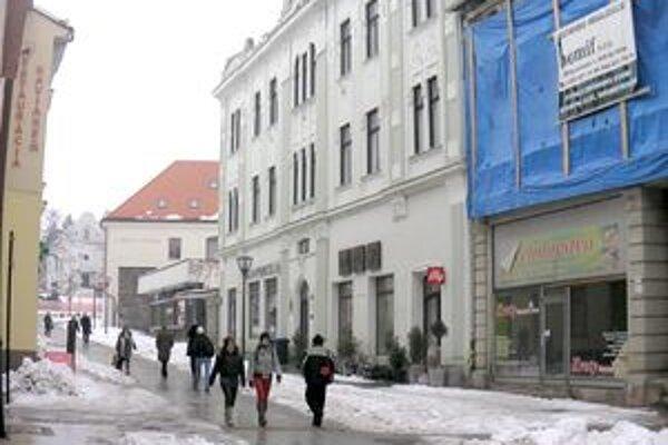 Kultúrna pamiatka na Kupeckej (budova s bielou fasádou) už nie je na liste vlastníctva mesta.