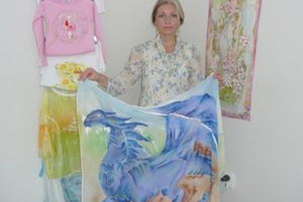 Renáta Bosáková a jej maľované výtvory.