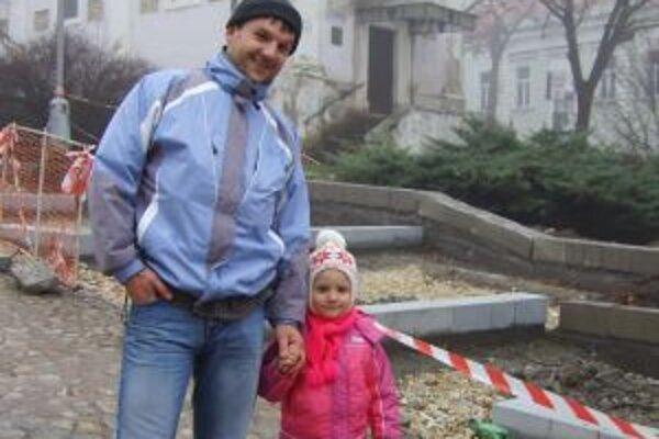 Mladý otec Peťo si v Novom roku praje viac práce.