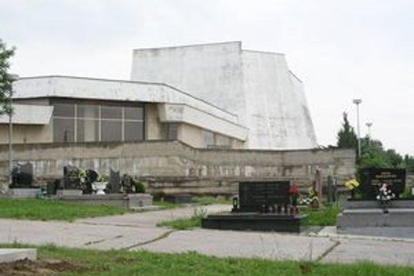 Nitrianske krematórium už druhý týždeň nefunguje.