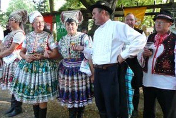 Ani tento rok nebude na vinobraní v nitrianskom parku chýbať folklórny súbor Dolina z Čajkova.