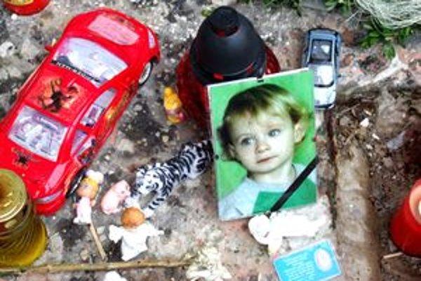 Dvojročný Damiánko sa najradšej hrával s autíčkami.