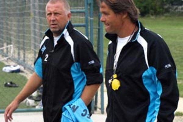 Tréner FC Nitra Ivan Galád s asistentom Ivanom Vrabcom.