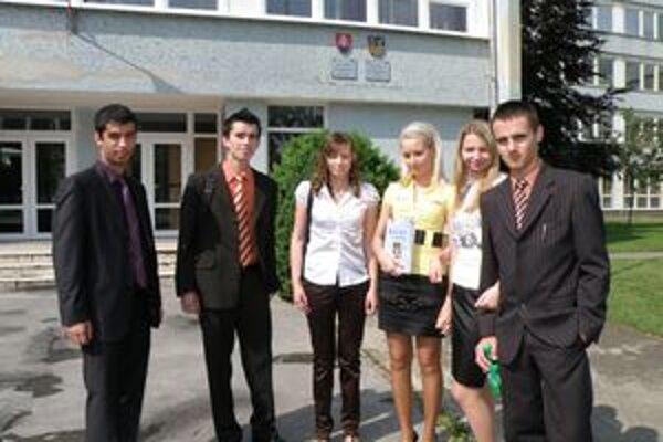 V štúdiách na vysokých školách chcú pokračovať aj gymnazisti Dávid Ferencei, Patrik Szolga, Barbara Galanbosova, Jana Decsyova, Angela Benesova a Richard Kiss.