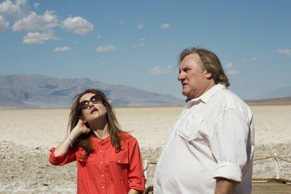Gérard Depardieu a Isabelle Huppert vo filme Údolie lásky, ktorý mal premiéru v Cannes.