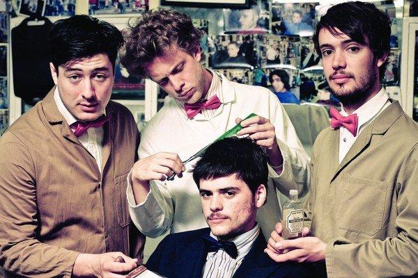 Spevák  Mumford and Sons (prvý zľava) tvrdí, že nie sú hipsteri a nechcú sa zaseknúť v jednom hudobnom štýle.