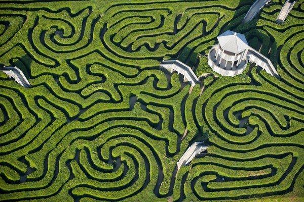 Rozsiahly kríkový labyrint v zábavnom parku Longleat pri usadlosti Warminster vo Wiltshire navrhli v roku 1978.