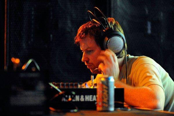 Pri nahrávaní nového albumu použil Aphex Twin množstvo syntetizátorov a iných mašiniek.