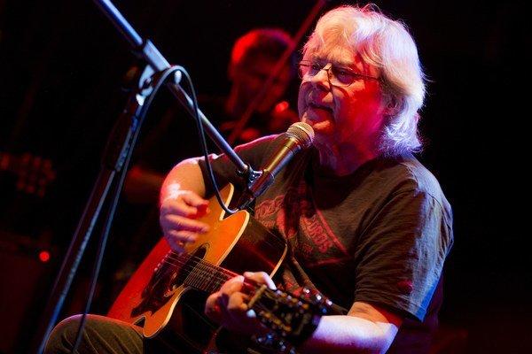 Vladimír Mišík vyrazil na turné, aby so svojou skupinou Etc... oslávil štyridsať rokov na scéne.