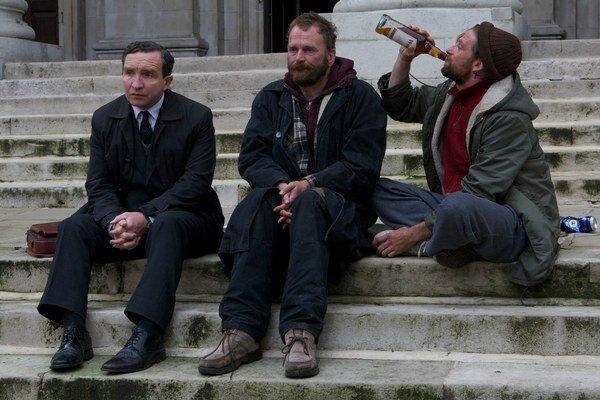 Eddie Marson (vľavo) vo filme Tichý život (Still Life).