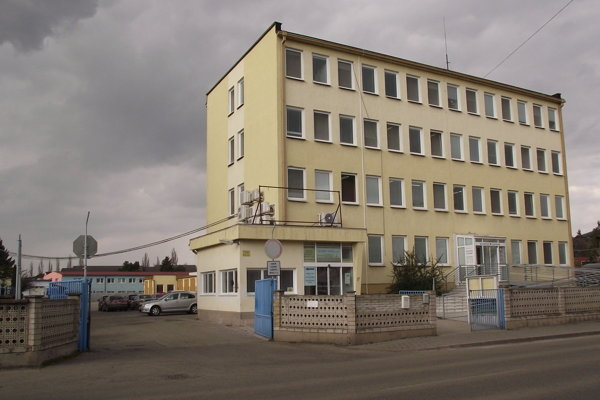 Spoločnosť Službyt sídli na Ulici Janka Kráľa.