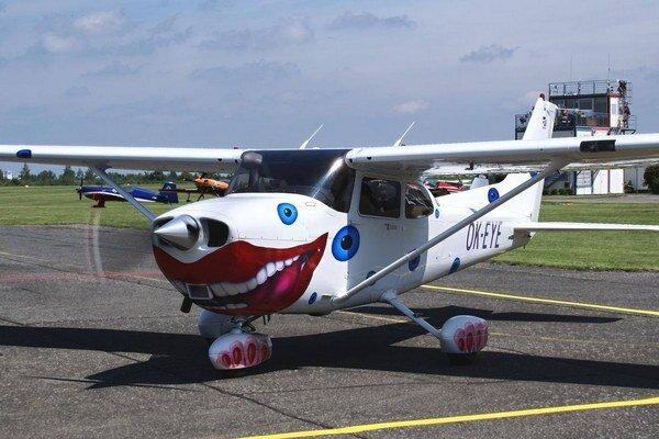 David Černý priletí na slávnostné otvorenie festivalu na tomto lietadle.