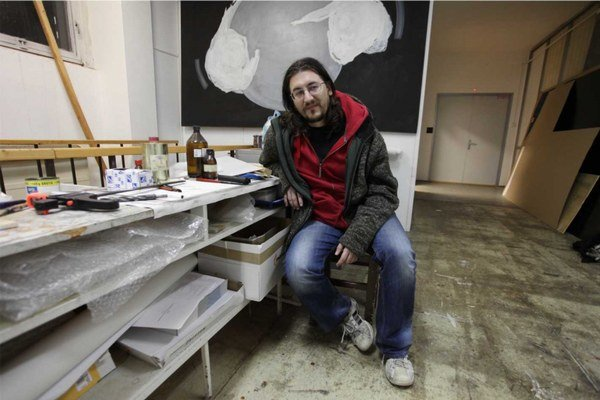 Boris Vaitovič (1976), maliar, grafik, intermediálny umelec, hudobník a pedagóg. V roku 2005 absolvoval Katedru výtvarného umenia a intermédií na Fakulte umení Technickej univerzity v Košiciach. V súčasnosti pôsobí ako odborný asistent v Ateliéri