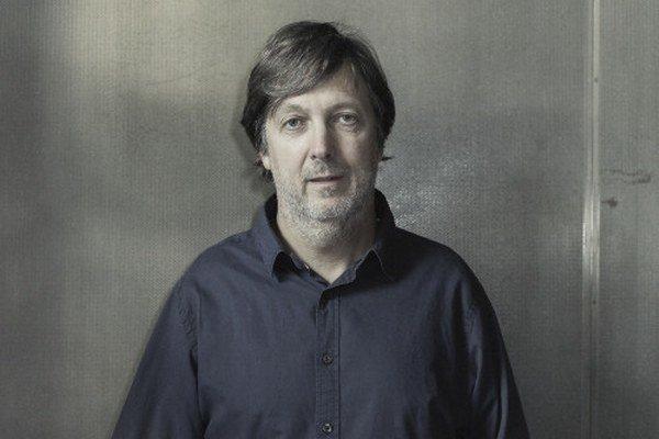 Aleš Najbrt (1962) – vyštudoval písmo a knižnú grafiku na Vysokej škole umeleckopriemyslovej v Prahe. Začiatkom 90. rokov pracoval ako art director časopisu Reflex a šéfredaktor časopisu Raut, za svoje práce získal množstvo ocenení vrátane Czech G