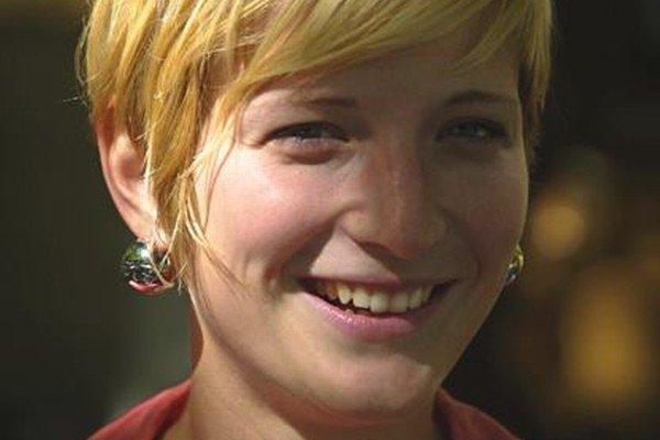 Silvia L. Čúzyová – (1981) teoretička umenia, vedie Galériu Medium (VŠVU) v Bratislave.