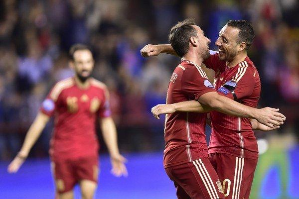 Santi Cazorla (vpravo) sa teší s reprezentačným kolegom Pacom Alcacérom. Obaja hráči strelili v poslednom dueli národného tímu proti Luxembursku (4:0) po dva góly.