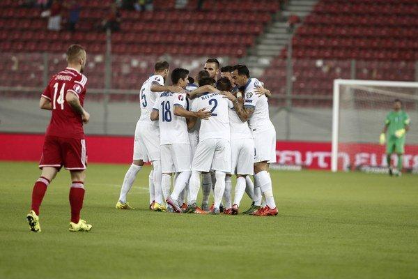 Futbalisti Grécka (v bielom) vybojovali v poslednom dueli kvalifikácie svoje jediné víťazstvo v skupine.