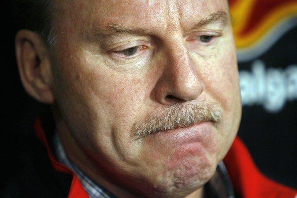 Mike Keenan zostáva v Magnitogorsku pôsobiť aj naďalej, nie však už ako hlavný tréner.