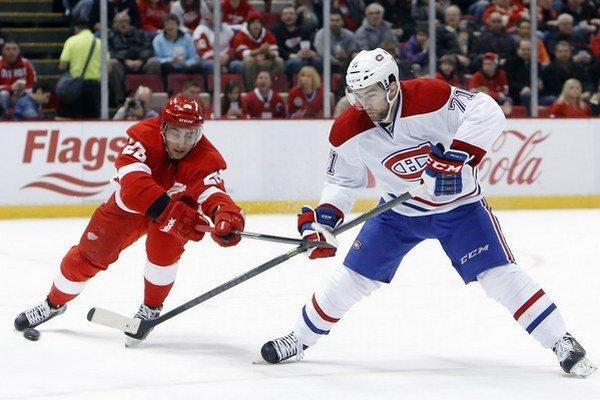 Kanaďan Louis Leblanc (vpravo) má skúsenosti aj z NHL.Čítajte viac: http://sport.sme.sk/c/8041465/do-slovana-mieri-byvaly-utocnik-montrealu-canadiens.html#ixzz3p62olxYf
