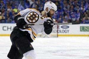 Zdeno Chára má už tridsaťosem rokov a stále patrí medzi opory Bostonu Bruins.