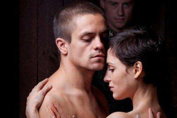 Najsilnejšou zložkou filmu je obsadenie – hlavné postavy presvedčivo hrajú Jiří Mádl a Clémence Thioly.