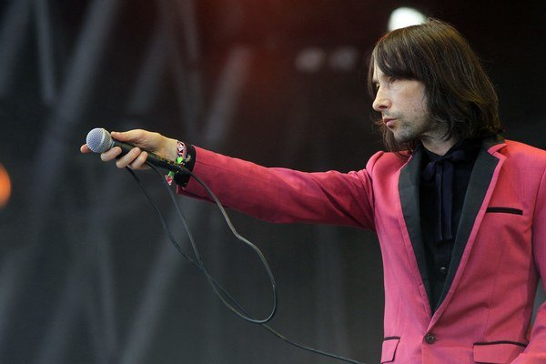 Bobby Gillespie počas festivalu Glastonbury 2013.