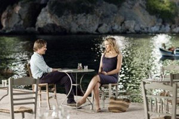 Ako vždy, Céline (Julie Delpy) a Jesse (Ethan Hawke) celý film prerozprávajú. U nás má film Pred polnocou premiéru budúci štvrtok.