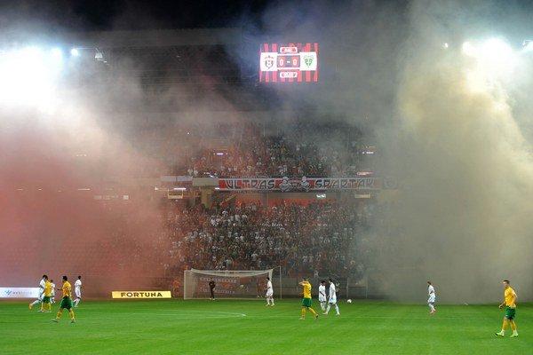 City Aréna už má za sebou aj prvý zápas v slovenskej najvyššej súťaži. Domáci Spartak sa s MŠK Žilina stretol v skutočne búrlivej atmosfére.