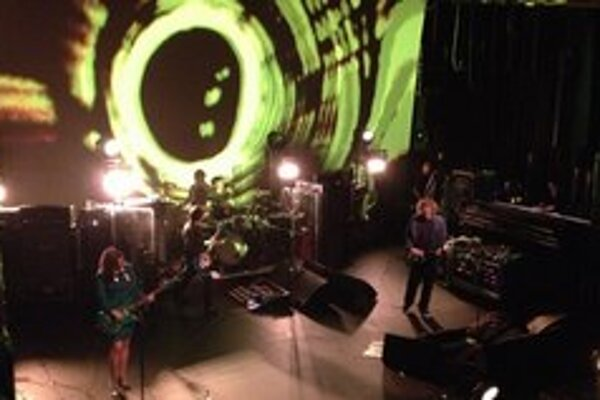 Cez víkend sa do Bratislavy chystá aj írska skupina My Bloody Valentine. Takto vyzerá jej aktuálna šou.