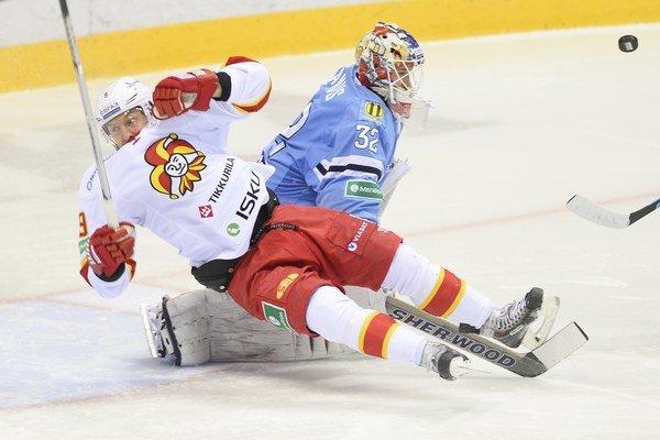 Niklas Hagman sa vlani v zápase proti Slovanu ocitol na zemi, dnes však bol hrdinom Jokeritu.