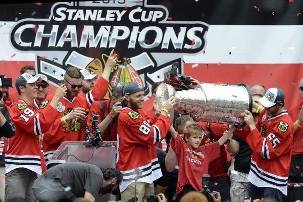 Stanley Cup získali naposledy hokejisti Chicaga. Kto sa bude tešiť z cennej trofeje v roku 2016?