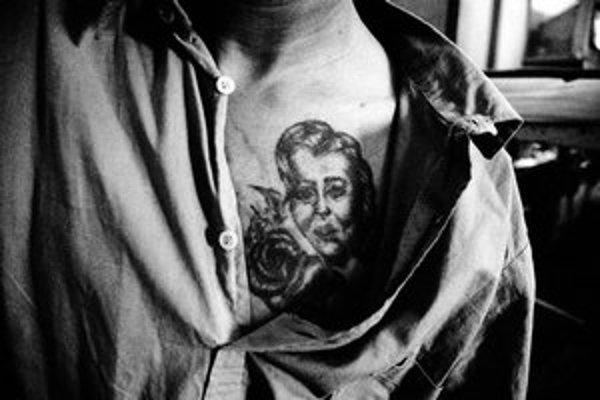 V bratislavskej galérii Photoport na Pražskej ulici je do 22. februára výstava študenta absolventského ročníka Ateliéru kameramanskej tvorby a fotografie VŠMU Juraja Mravca s názvom  01970 Ilava.