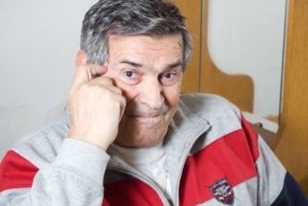 Ján Mistrík (1942) - Narodil sa v Bratislave. Už od šiestich rokov hrával v Slovenskom národnom divadle spolu s bratom Ivanom. Od roku 1958 pôsobil v Dvojke súboru Dedinského divadla v Spišskej Novej Vsi. V rokoch 1959 –1963 absolvoval Vysokú školu múzick