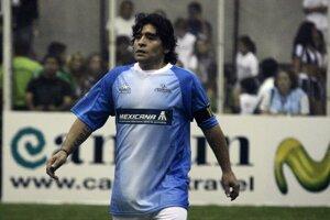 Diego Maradona je argentínskou futbalovou legendou. Jeho meno sa však spája aj so škandálmi. Počas kariéry sa najslávnejším stal jeho gól rukou počas majstrovstiev sveta vo futbale v roku 1986.