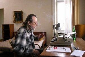 Dušan Mitana (1946), prozaik, scenárista, básnik i esejista. Napísal zbierky poviedok Psie dni (1970), Nočné správy (1976), Slovenský poker (1993), Prievan (1996) či Krst ohňom (2001). Legendárna je jeho novela Patagónia (1972). Napísal romány Koniec hry