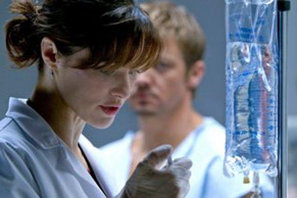 Rachel Weisz a Jeremy Renner v pokračovaní Bournovej trilógie, v ktorej už chýba Matt Damon.