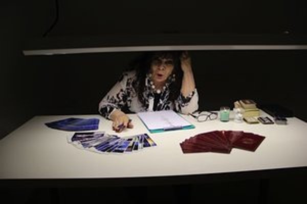 Na výstave Karola Pichlera, ktorá hovorila o ponímaní času, bola každú stredu aj veštica. Jedna z troch miestností totiž symbolizovala budúcnosť, ostatné dve prítomnosť a minulosť.