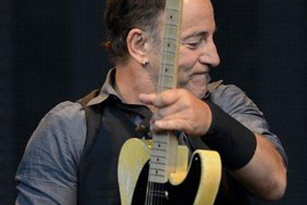 Prvý raz hral Bruce Springsteen v Prahe v roku 1996, vtedy sa na jeho akustické turné Tom Joad prišiel pozrieť aj Václav Havel. Tentoraz to roztočil s kapelou E Street Band.