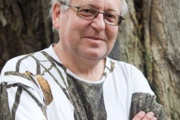 Václav Cílek (1955) - Geológ, klimatológ, spisovateľ, filozof, prekladateľ taoistických a zenových textov, popularizátor vedy. Narodil sa v Brne, vyštudoval banskú priemyslovku v Příbrame a Prírodovedeckú fakultu – odbor geológia na Karlovej univerzite v