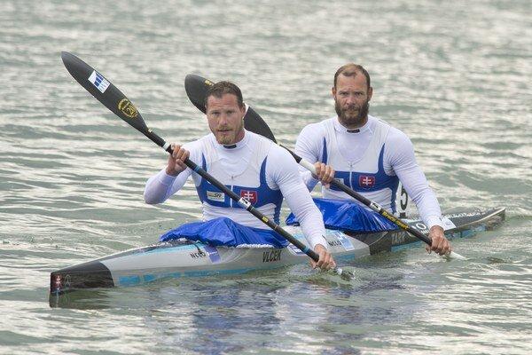 Erikovi Vlčekovi (vpredu) s Jurajom Tarrom stačilo tretie miesto v rozjazde, aby sa kvalifikovali priamo do finále.