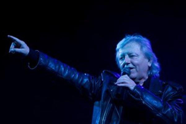 Na súčasnom turné stavil Václav Neckář na staré pesničky. Na Slovensku hral iba v Bratislave.