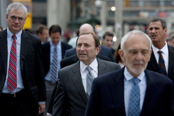 Čelní predstavitelia NHL schválili pre hráčov vyššie platy.