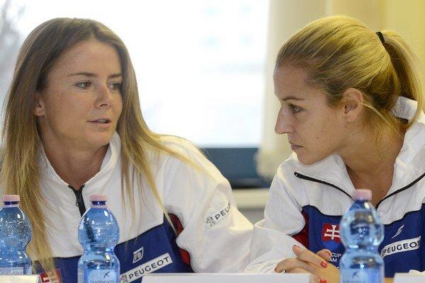 Daniela Hantuchová (vľavo) s Dominikou Cibulkovou (vpravo)